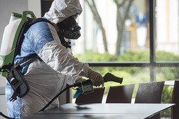 Londres assouplit la quarantaine, le virus flambe aux Etats-Unis