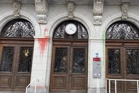 Une dizaine de bâtiments souillés par Extinction Rebellion à Fribourg
