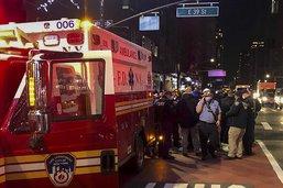 Une voiture percute des manifestants à New York, plusieurs blessés