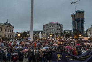 Des milliers de manifestants contre les restrictions à Madrid