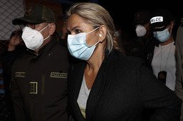 Añez, l'ex-présidente incarcérée, sous assistance respiratoire
