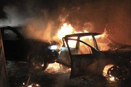 Nouvelle poussée de violences en Irlande du Nord, un bus incendié