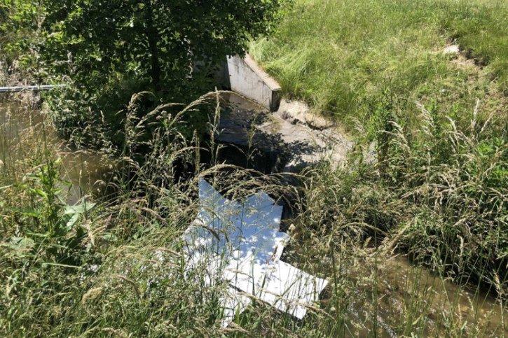 Le ruisseau de la Sonnaz pollué