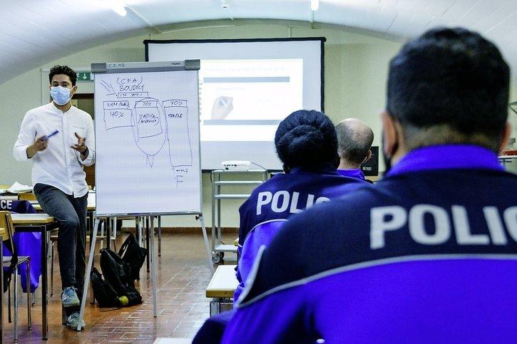 Migrants et police veulent dialoguer