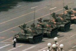 Tiananmen: le cliché de l'homme devant les chars disparaît de Bing