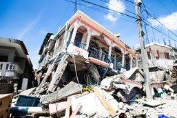 Haïti: après le séisme, les secours s'affairent, une tempête menace