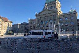 Berne: canons à eau à nouveau utilisés contre des manifestants