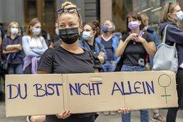 Bâle: des manifestantes dénoncent la remise de peine d'un violeur