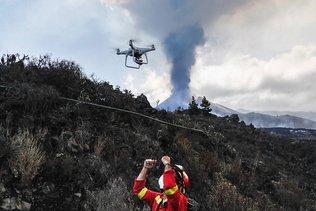 Eruption aux Canaries: un drone géant pour sauver des chiens piégés