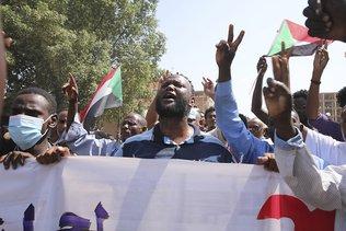Les pro-civils en masse dans la rue face aux pro-armée