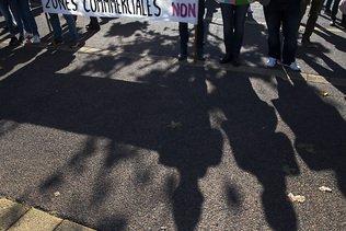 Manifestants contre un projet de centre commercial près de Genève