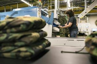 Le tissu camouflage militaire sera produit majoritairement en Suisse